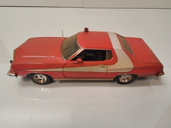 Starsky and Hutch (1975-79 TV Series) 1:24 - 1976 Ford Gran Torino (Weathered Version) Starsky and Hutch, TV Diecast, 1:24 Scale, 1976 Ford Gran Torino (Weathered Version)